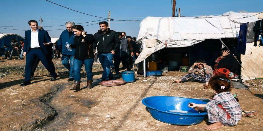 Belçikalı bakandan Musul'da mülteci kampı ziyareti