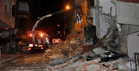 Kepçe Operatörü, Çöken 5 Katlı Binanın Altında Kalarak Öldü