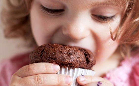 Çocuklarınızı poğaça ve keklerden uzak tutun