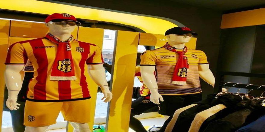 E. Yeni Malatyaspor, İstanbul Esenler'de store açtı