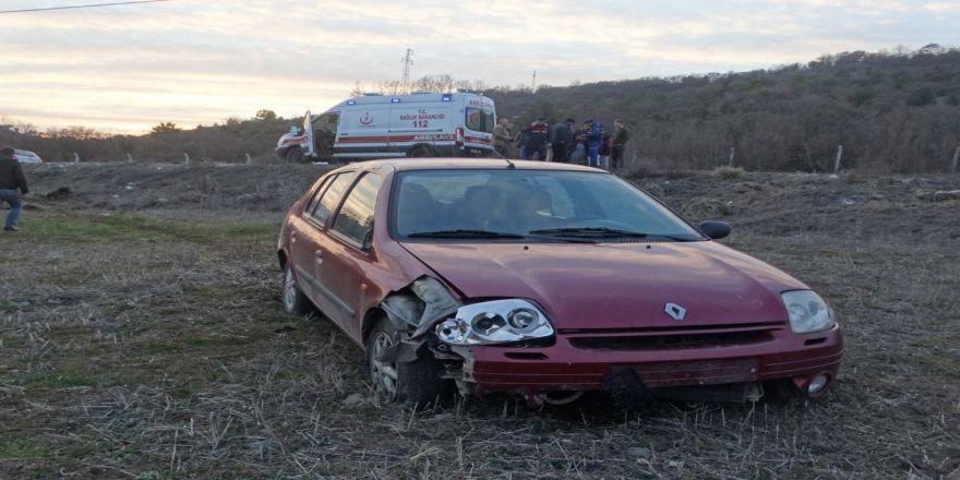 Domaniç'te otomobil tarlaya uçtu: 5 yaralı