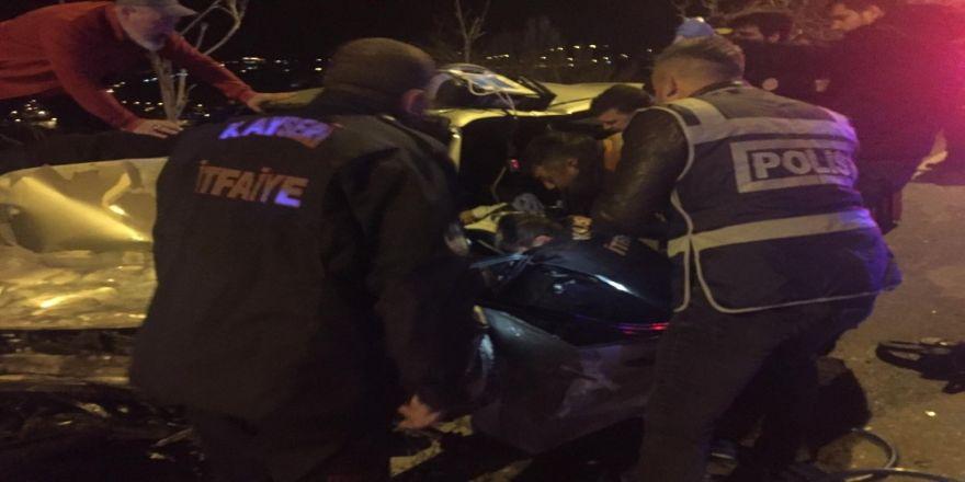 Araçta Sıkışan Sürücü Ekiplerin Yaptığı Tüm Müdahalelere Rağmen Kurtarılamadı