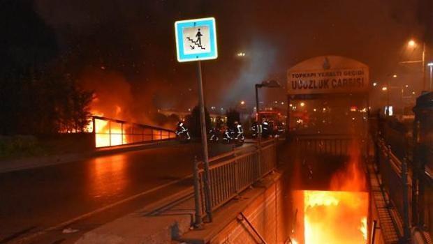 Yeraltı geçidindeki ucuzluk çarşısında yangın çıktı