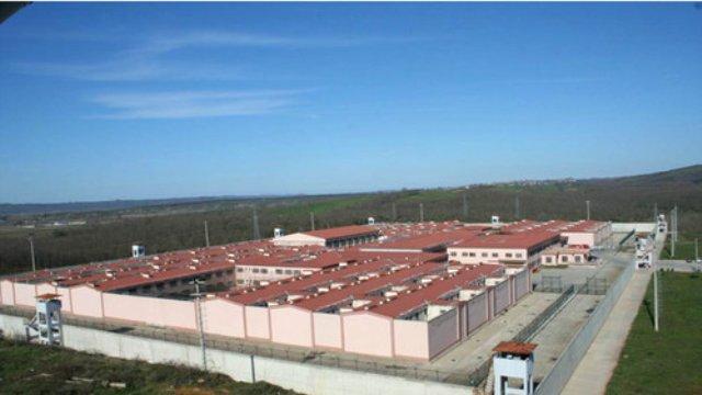 Mahkumlar Cezaevinde Üzüm ve Ekmekten Alkol Üretip İçince Hastanelik Oldu