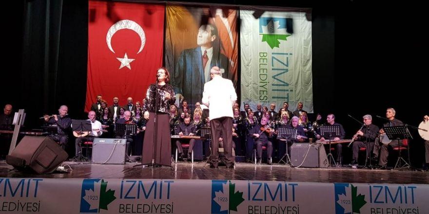 İzmit'te Türk Halk Müziği Konserine Büyük İlgi