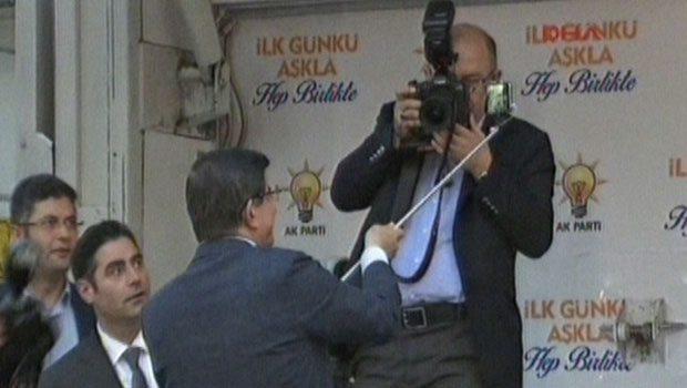 Davutoğlu'ndan Sahnede Selfie