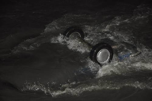 Otomobil, Balık Tutan Vatandaşın Gözü Önünde Irmağa Uçtu