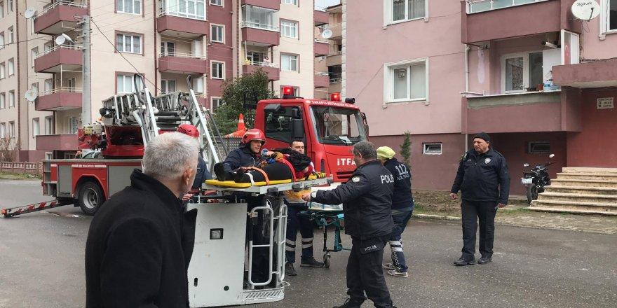 Apartmanın 4. katından düşen kadın yaralandı