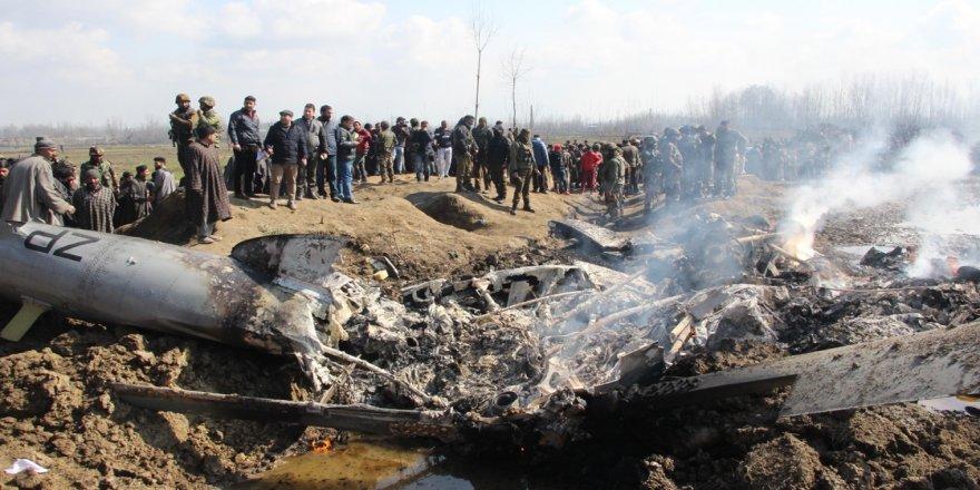 Gözaltındaki Hint pilot sınır kapısına getirildi