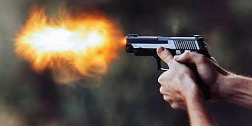 Silahlı Kavgada Yanlışlıkla Kardeşini Vurdu