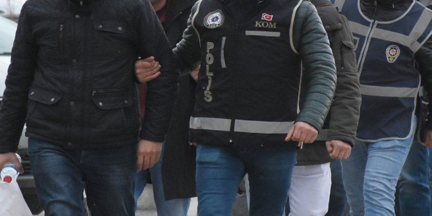 Firari FETÖ şüphelileri örgütün hücre evlerinde yakalandı