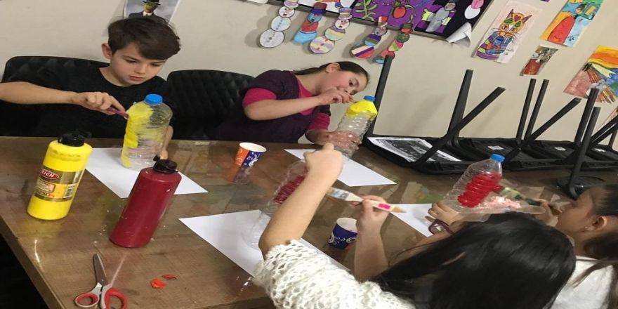 Plastik Şişelerle Bilgi Evi Bahçesini Rengarenk Yaptılar