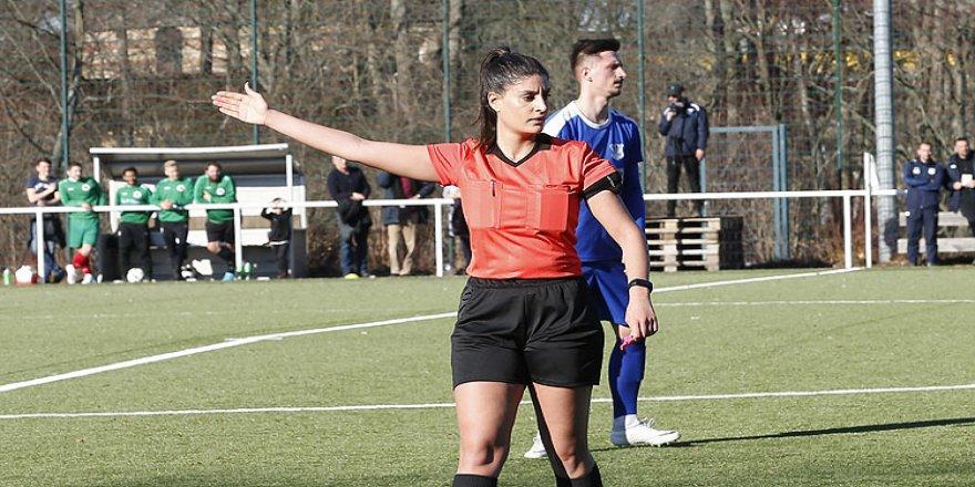 Türk kadın hakemin hedefi Bundesliga tarihine geçmek