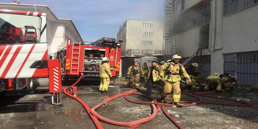Bağcılar'da Kağıt Fabrikasında Yangın Paniği