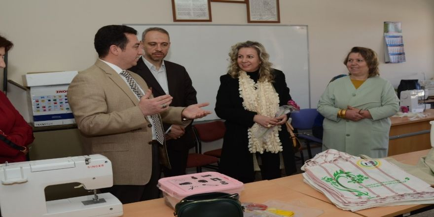 Başkan Bakıcı, Halk Eğitimi Merkezi Kursiyerlerinin Kadınlar Gününü Kutladı