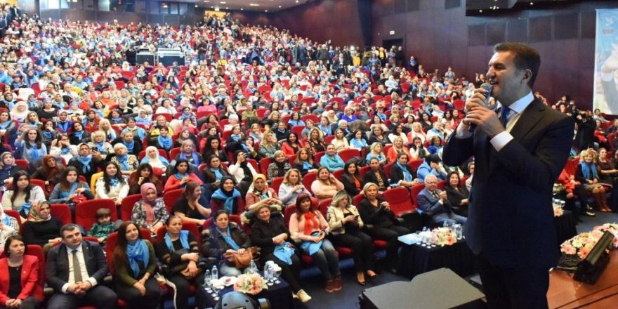Mustafa Sarıgül, Şişlili Kadınlarla Ebru Yaşar Konserinde Buluştu