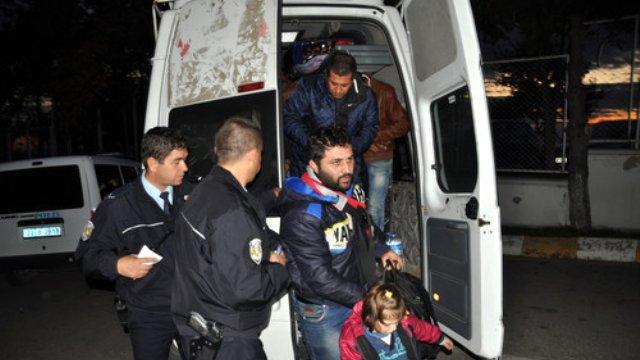 14 Kişilik Minibüste 40 Suriyeli Sığınmacı Çıktı