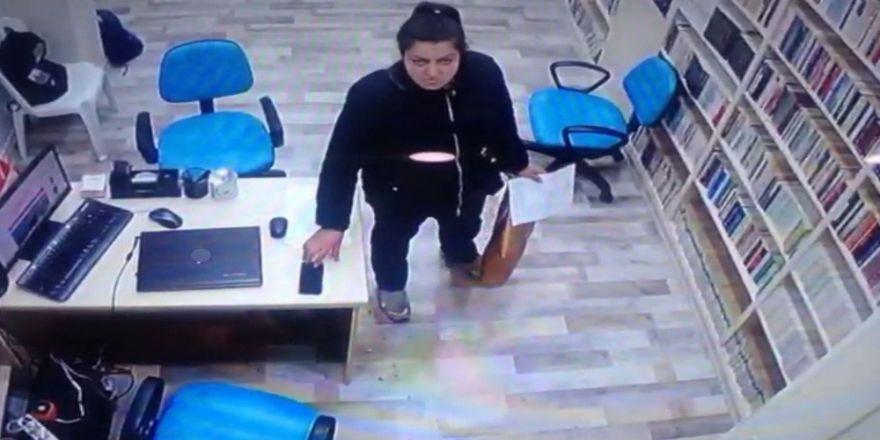 Cami Kütüphanesinden Telefon Çalan Hırsızlar Kamerada