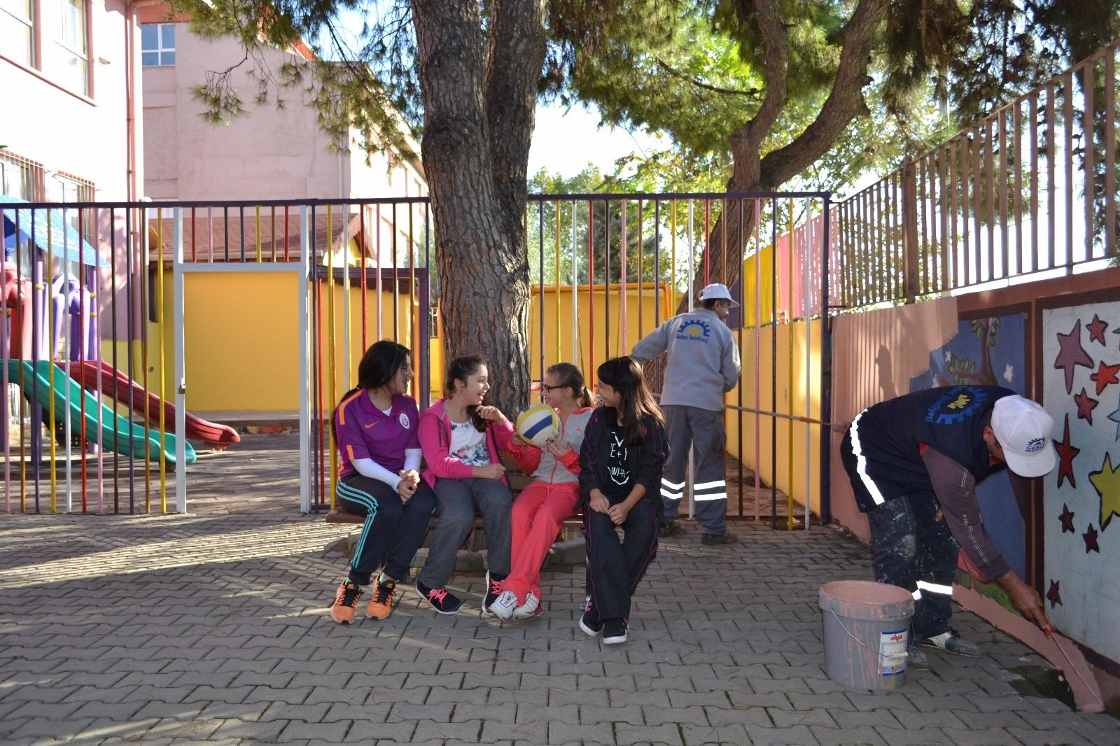 Gebze'deki okullar boyanıyor