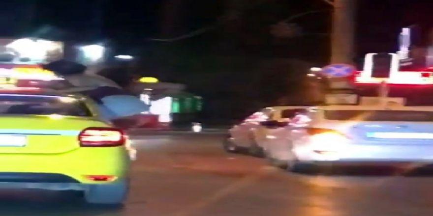 İki Genç Kadından Takside Tehlikeli Hareketler