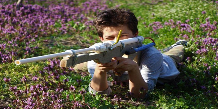 Babası 'Boş İş' Dedi, O El Pompasından Tüfek Yaptı