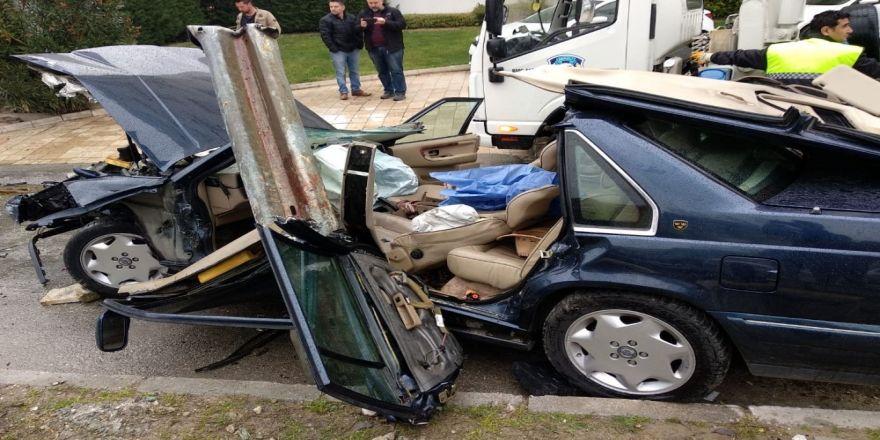 Otomobili Delip İçeri Giren Demir Bariyer, Sürücünün Karnına Saplandı