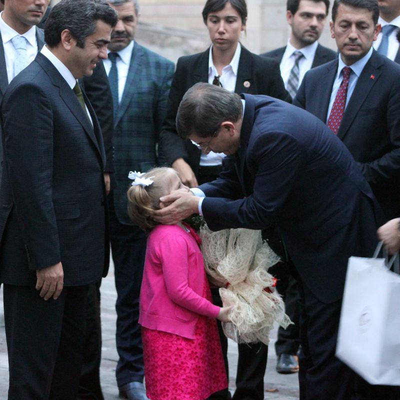 Davutoğlu Abdullah Gül'ün baba evini ziyaret etti