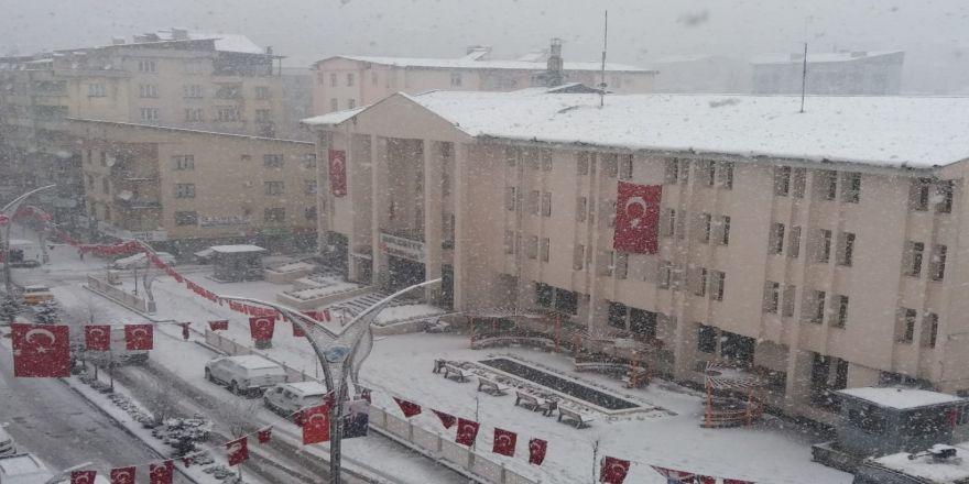 Hakkari Ve Çukurca'da Kar Yağışı