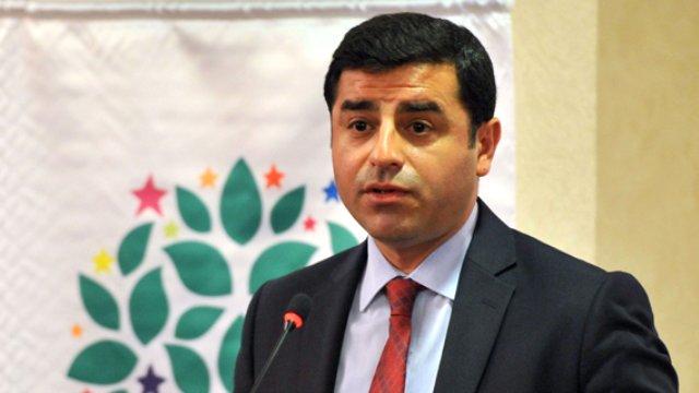 """Demirtaş, Erdoğan'nın """"Silahlar Betona Gömülmeli"""" Sözlerine Cevap Verdi"""