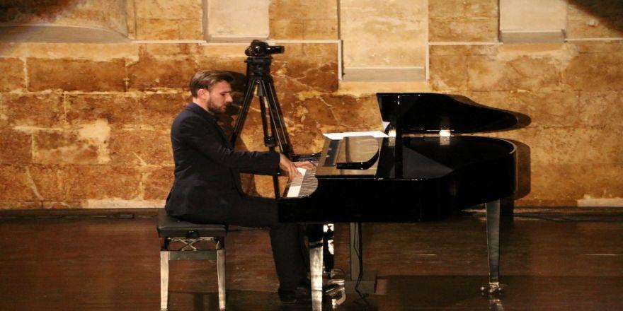 Ödüllü Piyanist Tofig Shikhiyev 'Urfa Divanı'nı Piyano İle İcra Etti