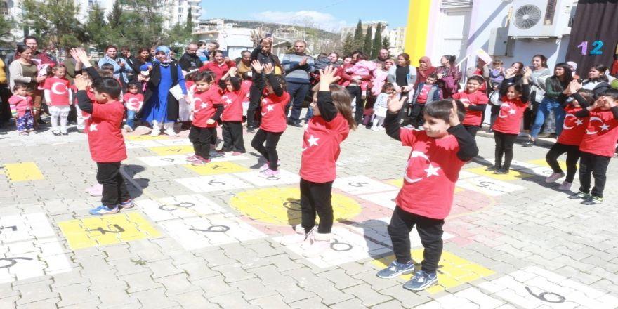 Minik Öğrenciler Çanakkale Zaferini Kutladı