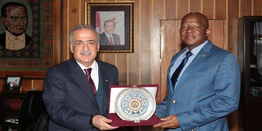 Güney Afrika Ankara Büyükelçisi Malefane, Rektör Çomaklı'yı Ziyaret Etti