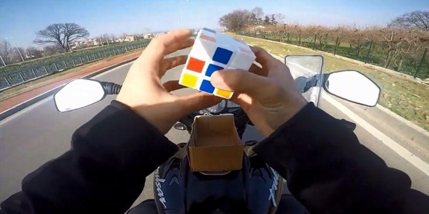 Motor Sürerken Küp Çözen Sürücüye Şok Haber