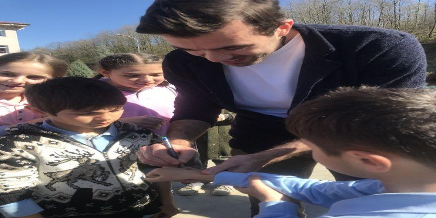 Basketbolcu Kerem Özkan Çocuklarla Buluştu