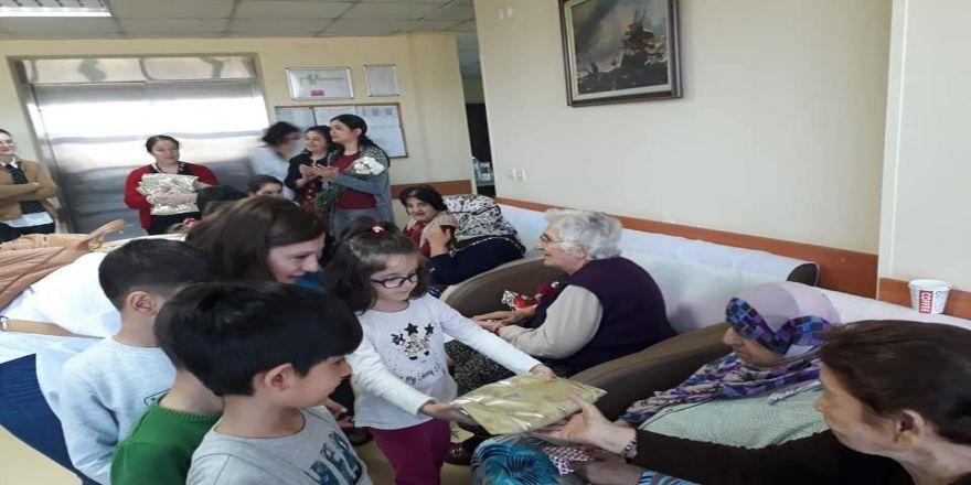 Buca Kadın Doğum Ve Çocuk Hastalıkları Hastanesinden Huzurevine Ziyaret