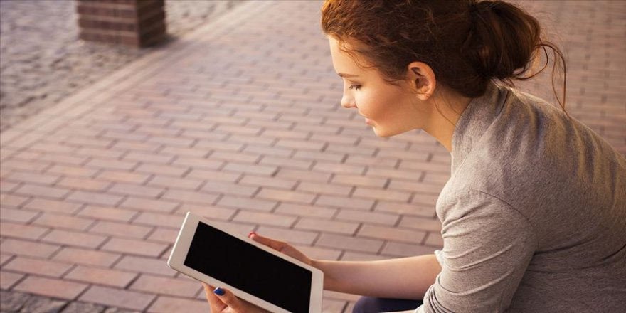 13-24 yaş arası bireyler dijital bağımlılık kıskacında'