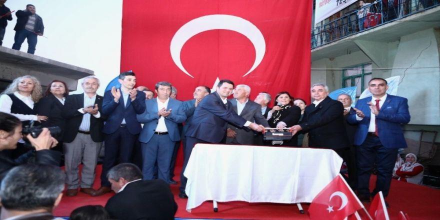 Özlem Çerçioğlu'ndan Köşk Ilıdağ'da Miting Gibi Temel Atma