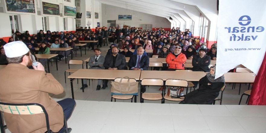 Yazar Türkmen, Muradiye'de Konferans Verdi