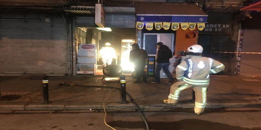 Fatih'te İş Hanında Korkutan Yangın