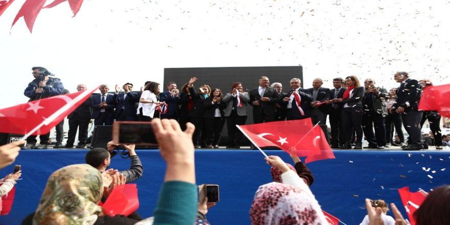 Özlem Çerçioğlu, Akçaova'ya Kapalı Düğün Salonu Kazandırdı