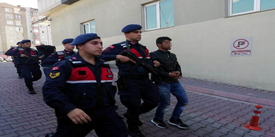 Jandarma Empadansmont Hırsızlarını Kovalamaca Sonucu Yakaladı
