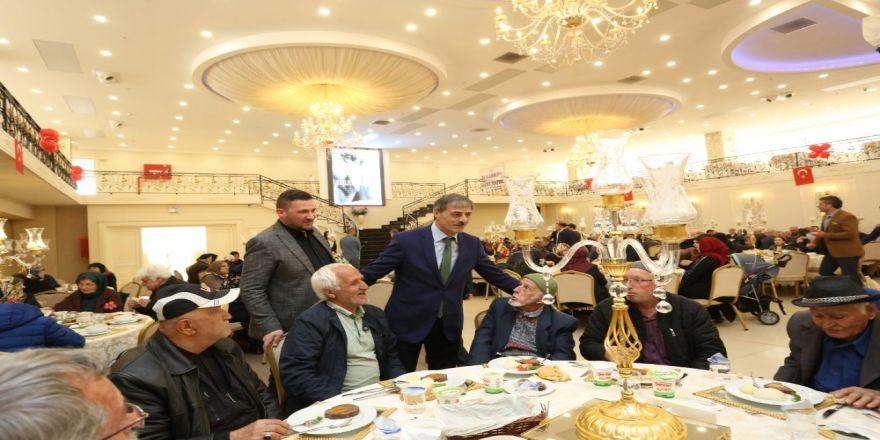 Başkan Alemdar 'Yaşlılara Saygı Haftası' Nedeni İle Vatandaşlarla Buluştu