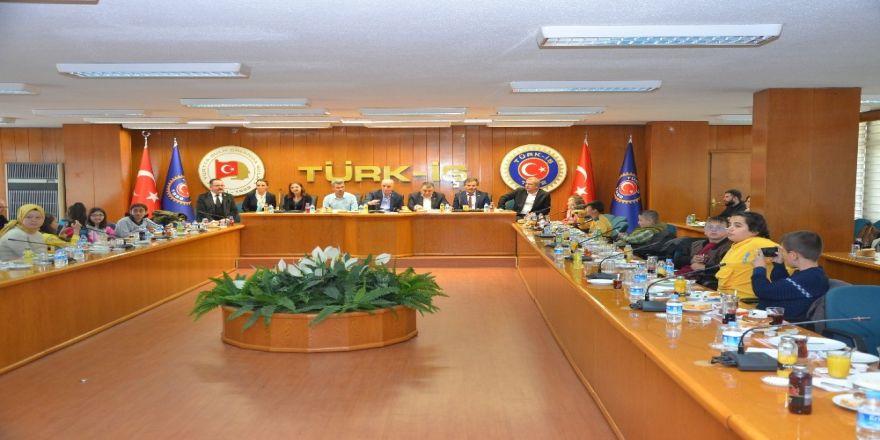 Türk-iş Başkanı Atalay Maden Şehitlerinin Çocuklarıyla Buluştu