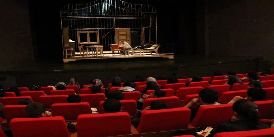 Gevaşlı Öğrenciler İlk Defa Tiyatro İle Tanıştılar