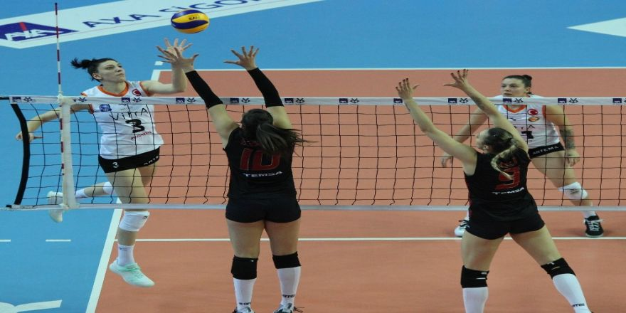 Axa Sigorta Kupa Volley'de İlk Finalist Eczacıbaşı Vitra