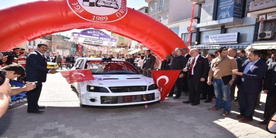 Demirci'deki 'Türkiye Tırmanma Yarışı'nın Startını Başkanlar Verdi