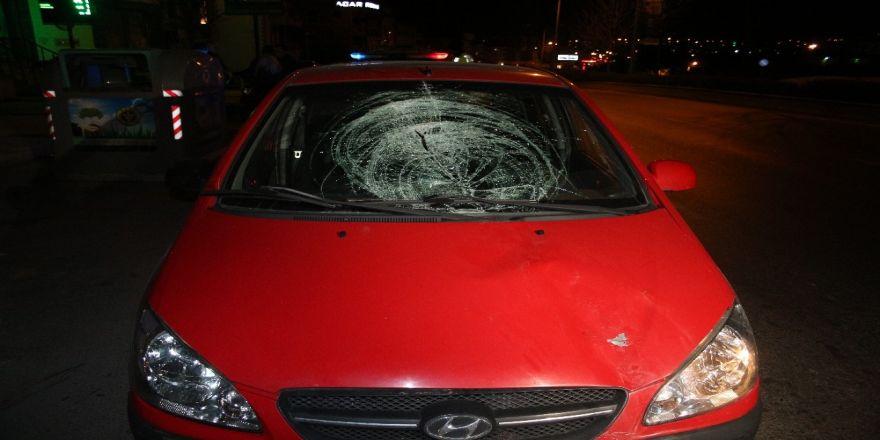 İzmir'de Otomobilin Yaya Çarptığı Anlar Kamerada