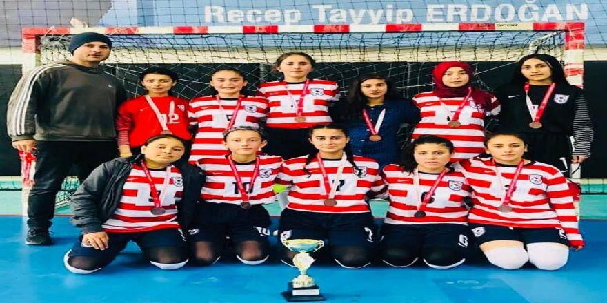 Karaisalı'da Bir Köy Okulu Futsalda Adana Üçüncüsü Oldu