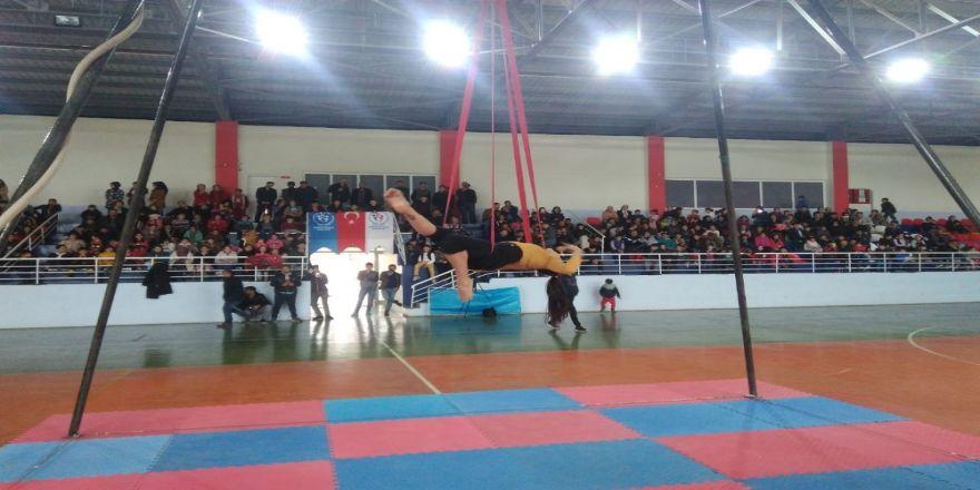 Sason'da Sirk Gösterisine Yoğun İlgi