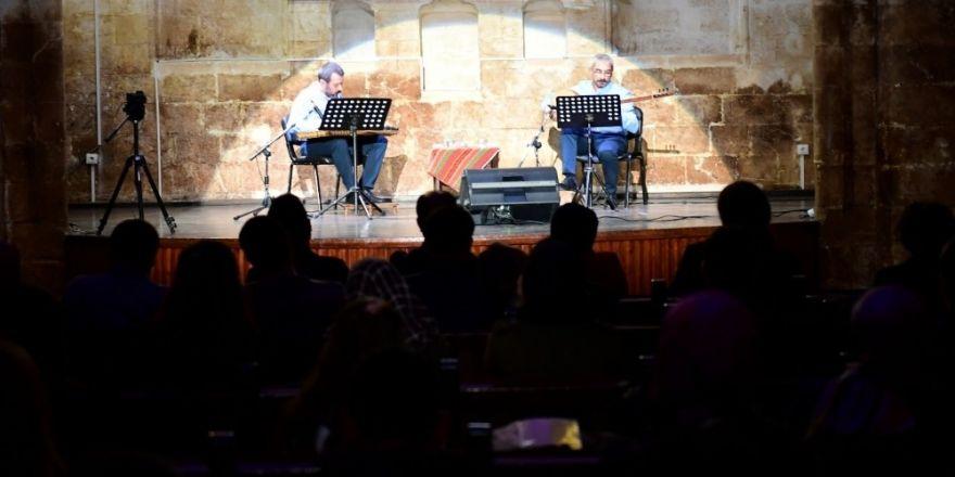 'İki Mızrap Bir Ses' Konseri Yoğun İlgi Gördü
